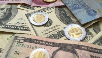 Peso mexicano pierde mientras el mercado bursátil espera comunicado