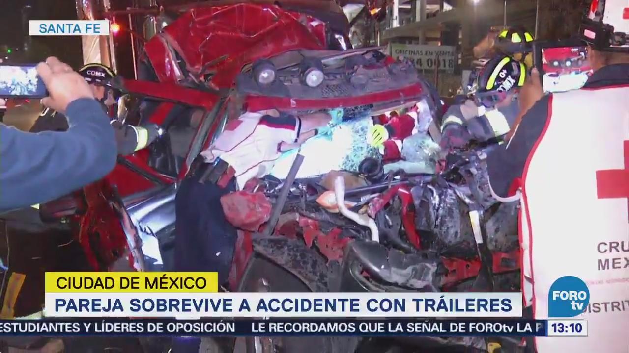 Rescatan a pareja de fuerte accidente en Santa Fe