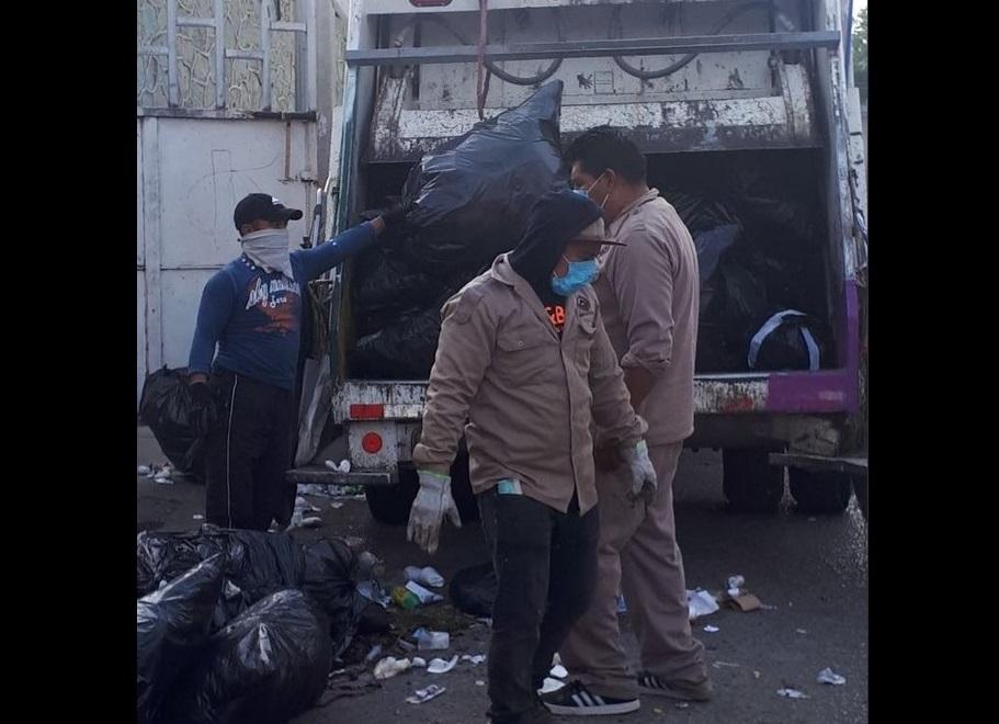 Trabajadores de limpia de Oaxaca paran labores por 12 horas