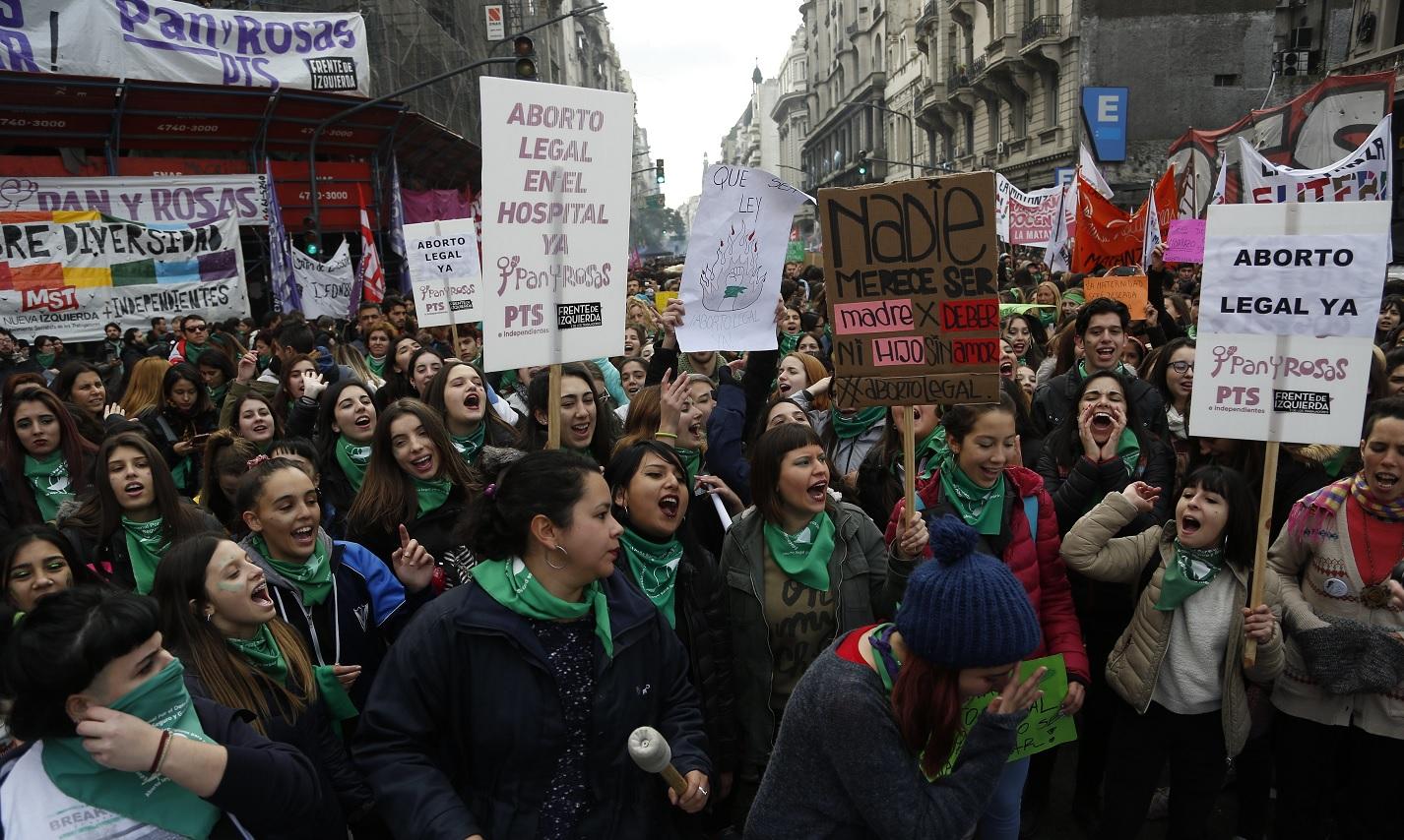 Argentina debate si legaliza aborto división política y social
