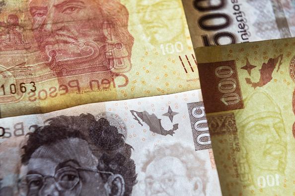 Bolsa Mexicana de Valores y peso recuperan pérdidas, al alza