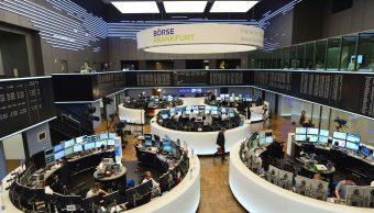 Bolsas europeas cierran a la baja, esperan aranceles a autos