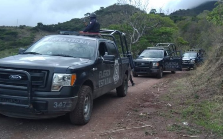 Abaten a presunto delincuente y aseguran camionetas clonadas del Ejército