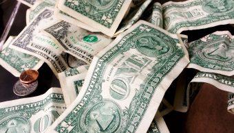 Bancos venden el dólar en pesos en ventanilla