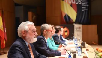 """RAE confía en futuro del español en EU pese a vientos """"hostiles"""""""