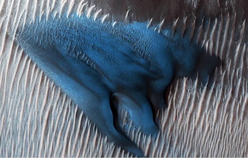 Hallan una duna azul en Marte, planeta rojo