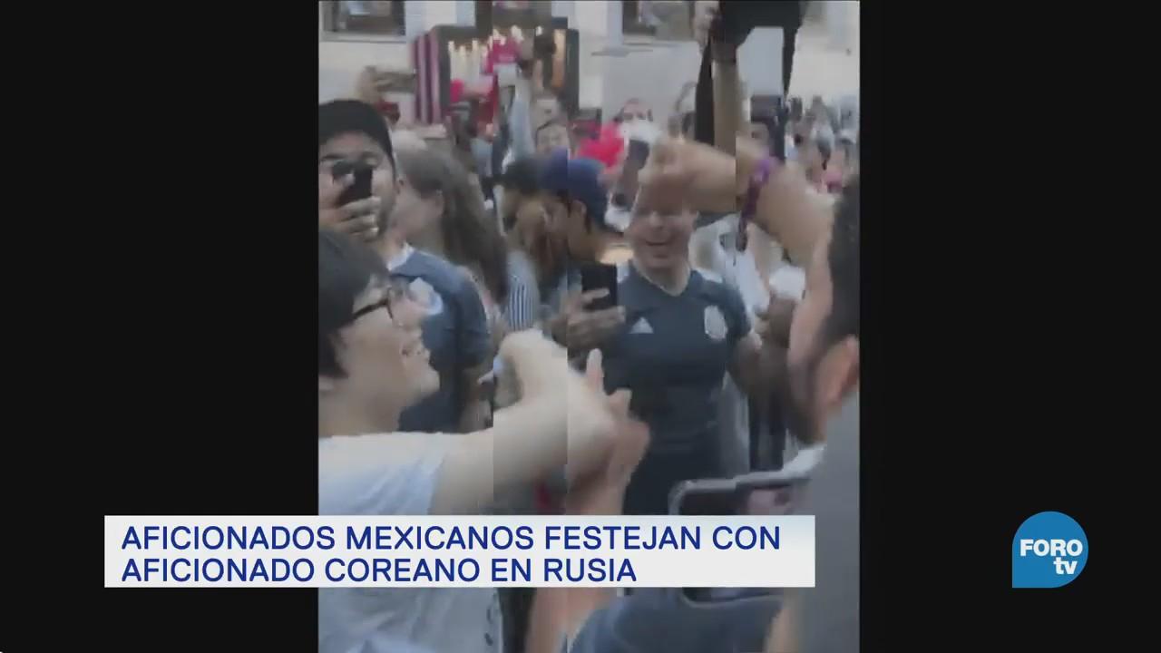 Mexicanos festejan en Rusia a coreano por pase a octavos de final