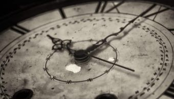 imagen-ilustrativa-reloj-manecillas-minutos-que-excedan-jornada-laboral-se-sumaran-pagaran