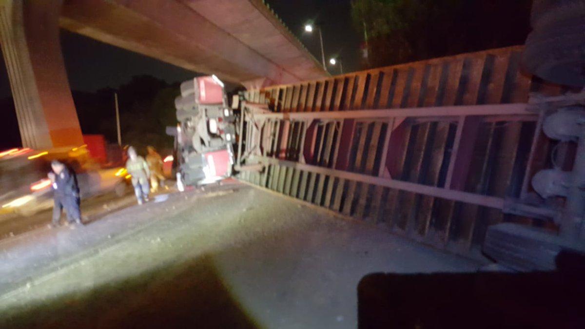 Muere motociclista durante accidente de tráiler en la México-Querétaro