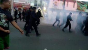 Policías enfrentan manifestantes tras balacera en Tláhuac