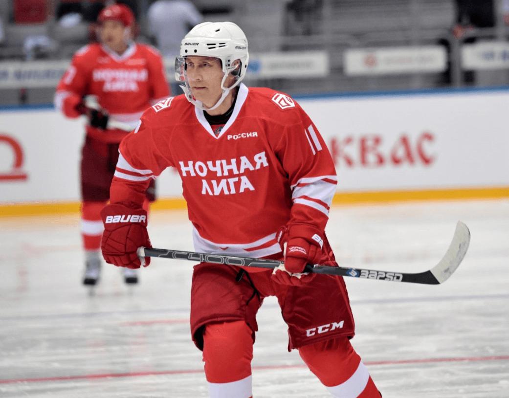 Putin jugando hockey. (AP, archivo)