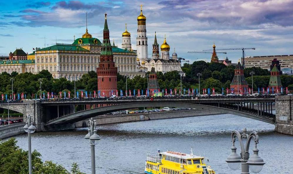 Calor de verano agobia a visitantes del Mundial Rusia 2018