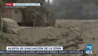 Viviendas permanecen sepultadas en San Miguel Los Lotes, Guatemala