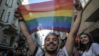 Policía en Estambul impide la tradicional marcha gay
