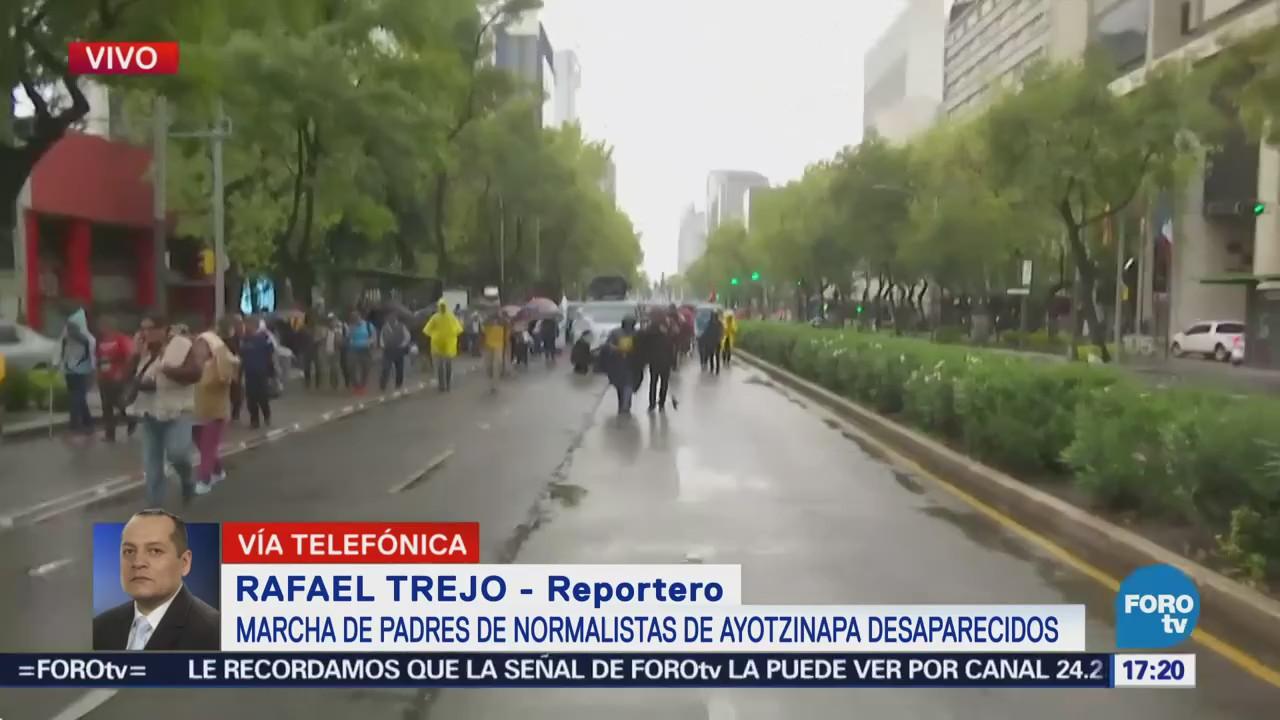 Avanza marcha conmemorativa de los 43 de Ayotzinapa