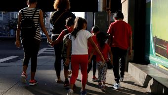 Juez de EU frena temporalmente las deportaciones de familias