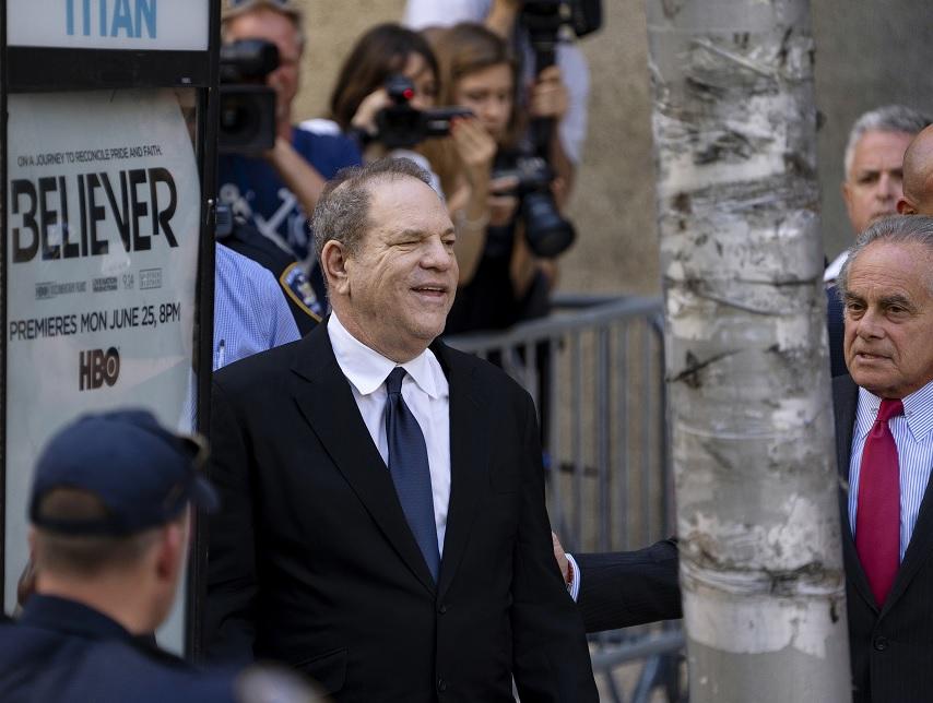 Juez deja en libertad bajo fianza a Harvey Weinstein