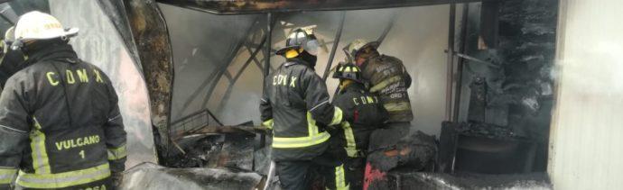 Chispazo o cortocircuito, causas del incendio en Galerías Coapa