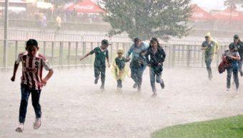 fuertes lluvias provocan inundaciones y cierres viales jalisco