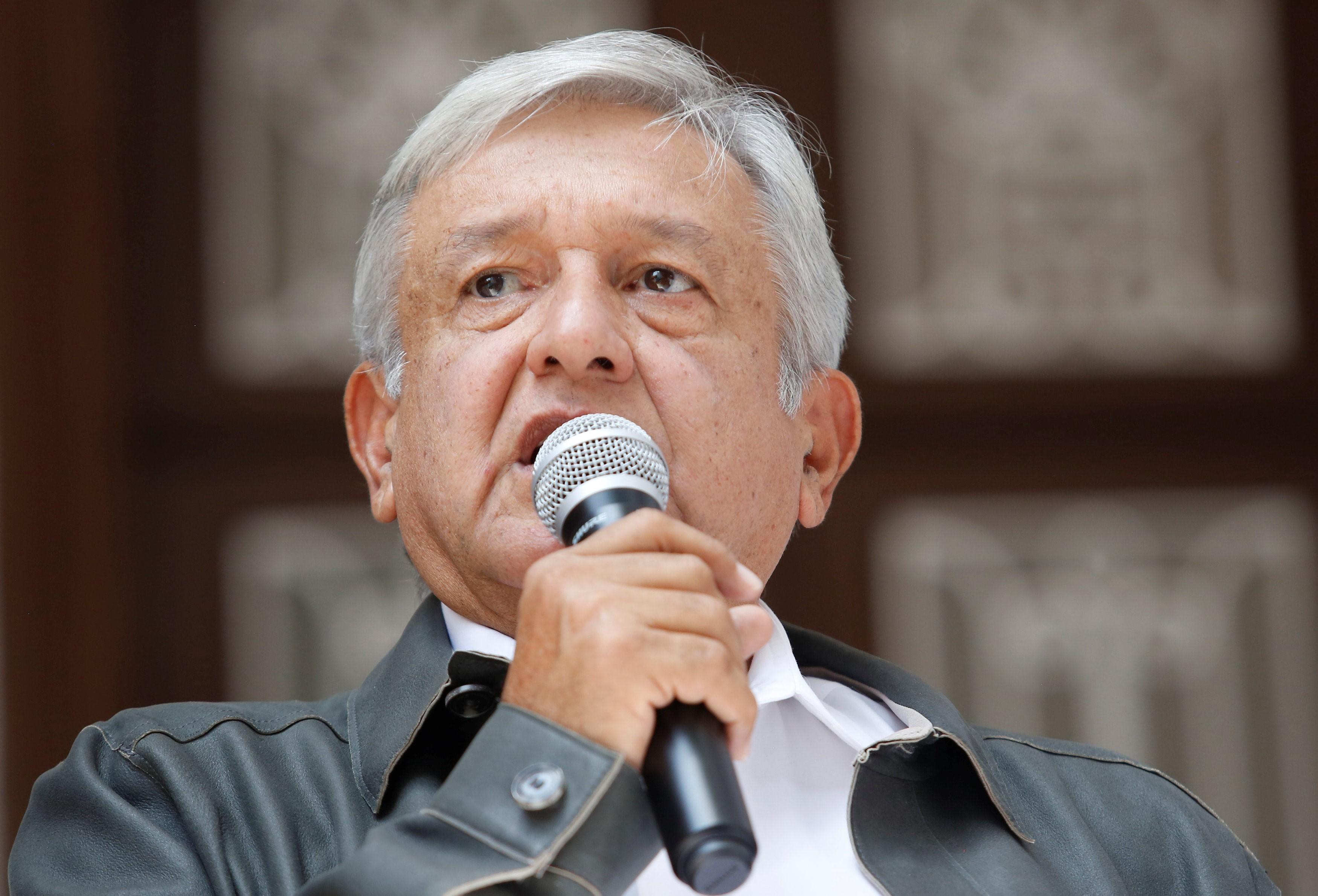 NAIM, a consulta en octubre, explica López Obrador