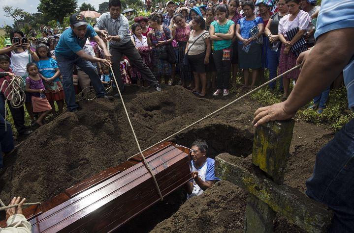 Muertos por erupción del Volcán de Fuego en Guatemala