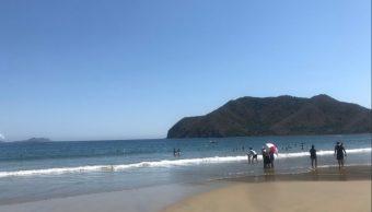 Suman cuatro muertos por marejadas en Manzanillo, Colima
