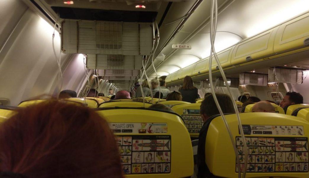 Avión aterriza de emergencia en Alemania; hay 33 heridos