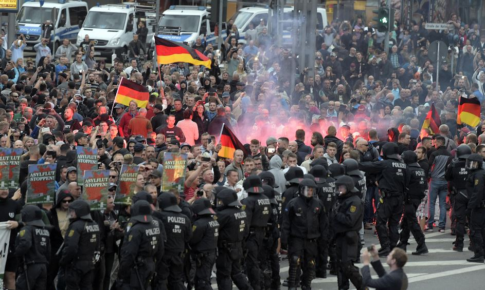 Neonazis del norte de Europa salen a 'cazar' migrantes