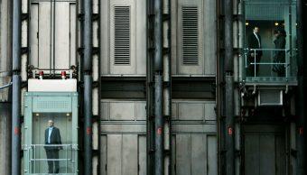 Bolsas de Europa caen, arrastran sector farmacéutico