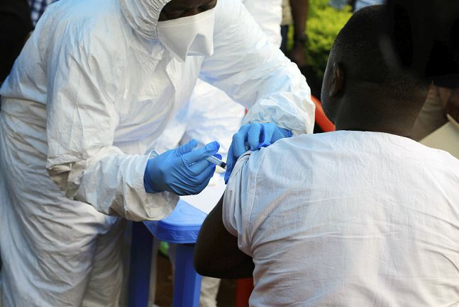 Ébola virus se complica en Congo por triple amenaza, alerta Cruz Roja