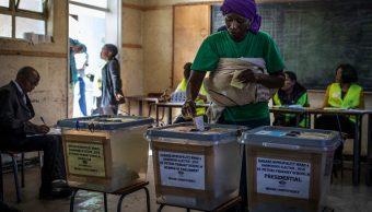 Piden a Comisión Electoral de Zimbabue resultados