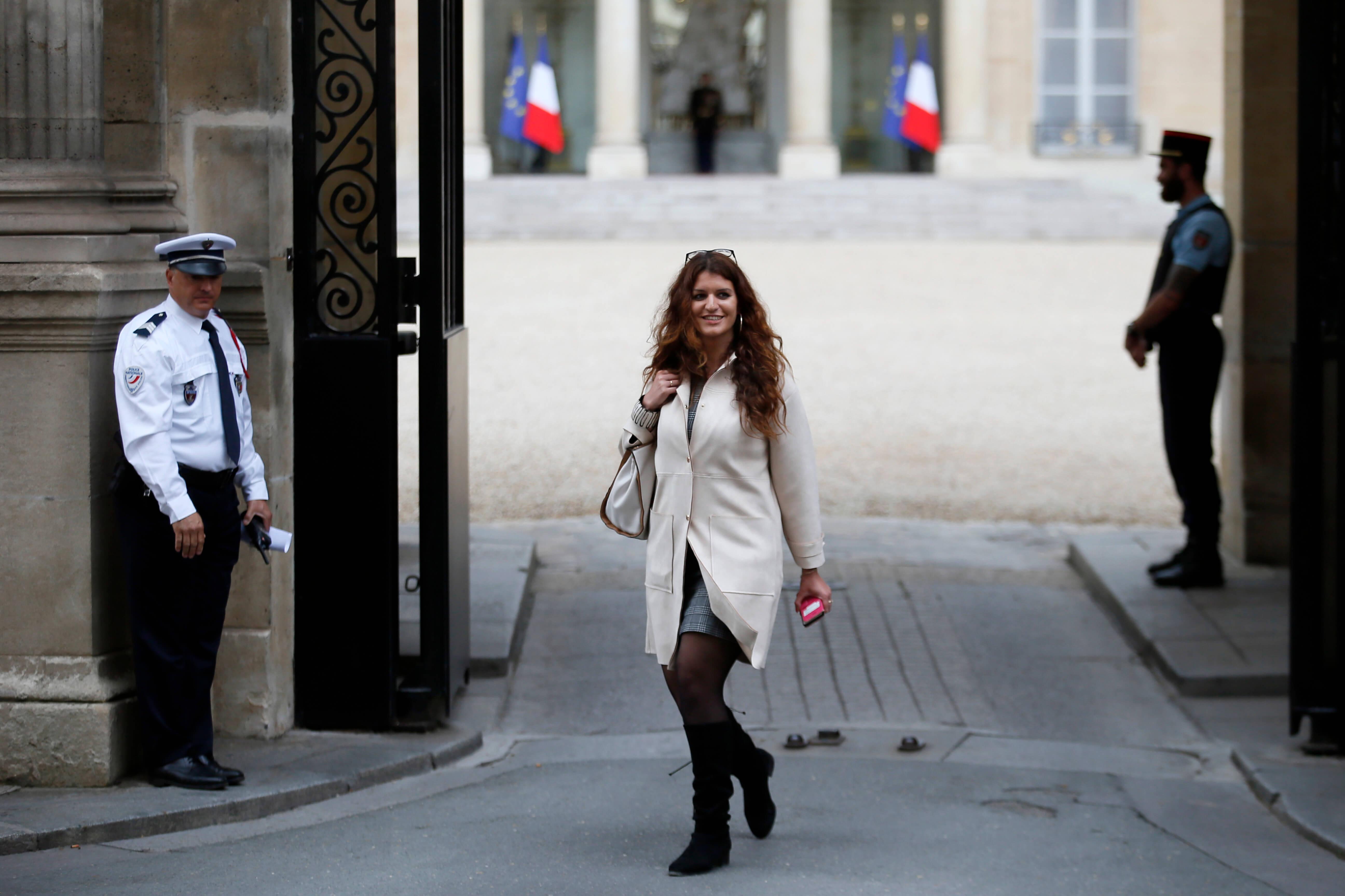Francia aprueba ley que multa acoso sexual en público