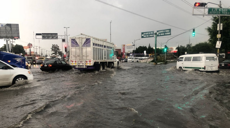 Lluvias e inundación en CDMX hoy; colapsan vialidades