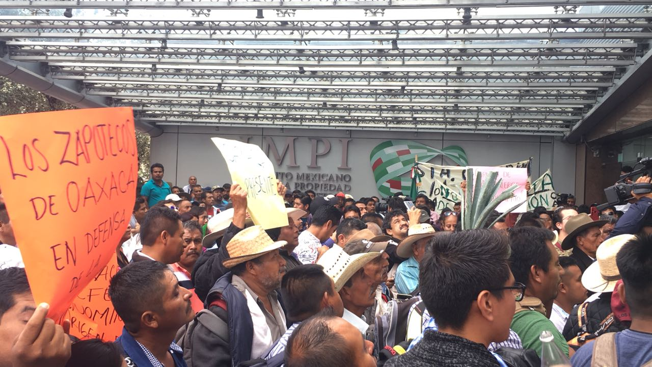 Manifestantes mezcaleros afectan el tránsito sobre Periférico Sur