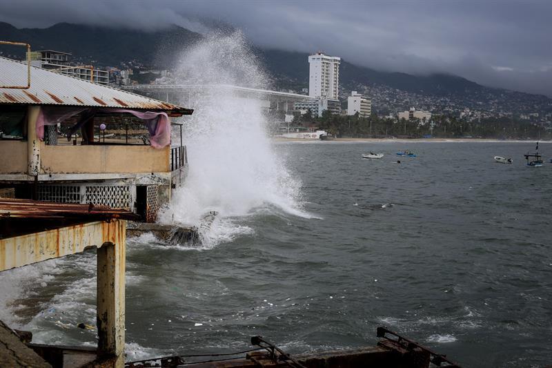 Emiten alerta preventiva por mar de tormenta en Acapulco