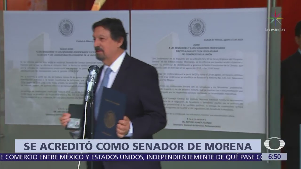 Napoléon Gómez Urrutia acude al Senado para acreditarse como legislador