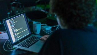 Niño-once-11-años-hackeo-hackear-simulacion-electoral-estados-unidos-diez-10-minutos