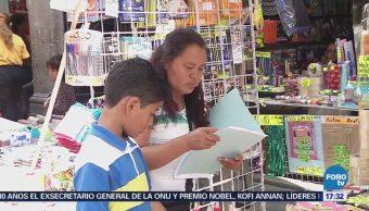 Padres Familia Buscan Opciones Adquirir Útiles Escolares