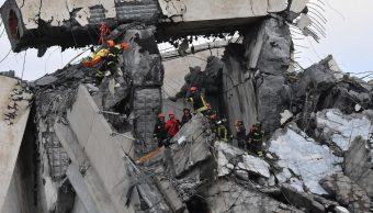 Retiran escombros tras derrumbe de puente en Génova, Italia