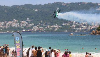 turistas air show acapulco guerrero bahia