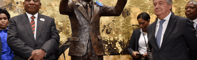Develan estatua de Nelson Mandela en sede de la ONU