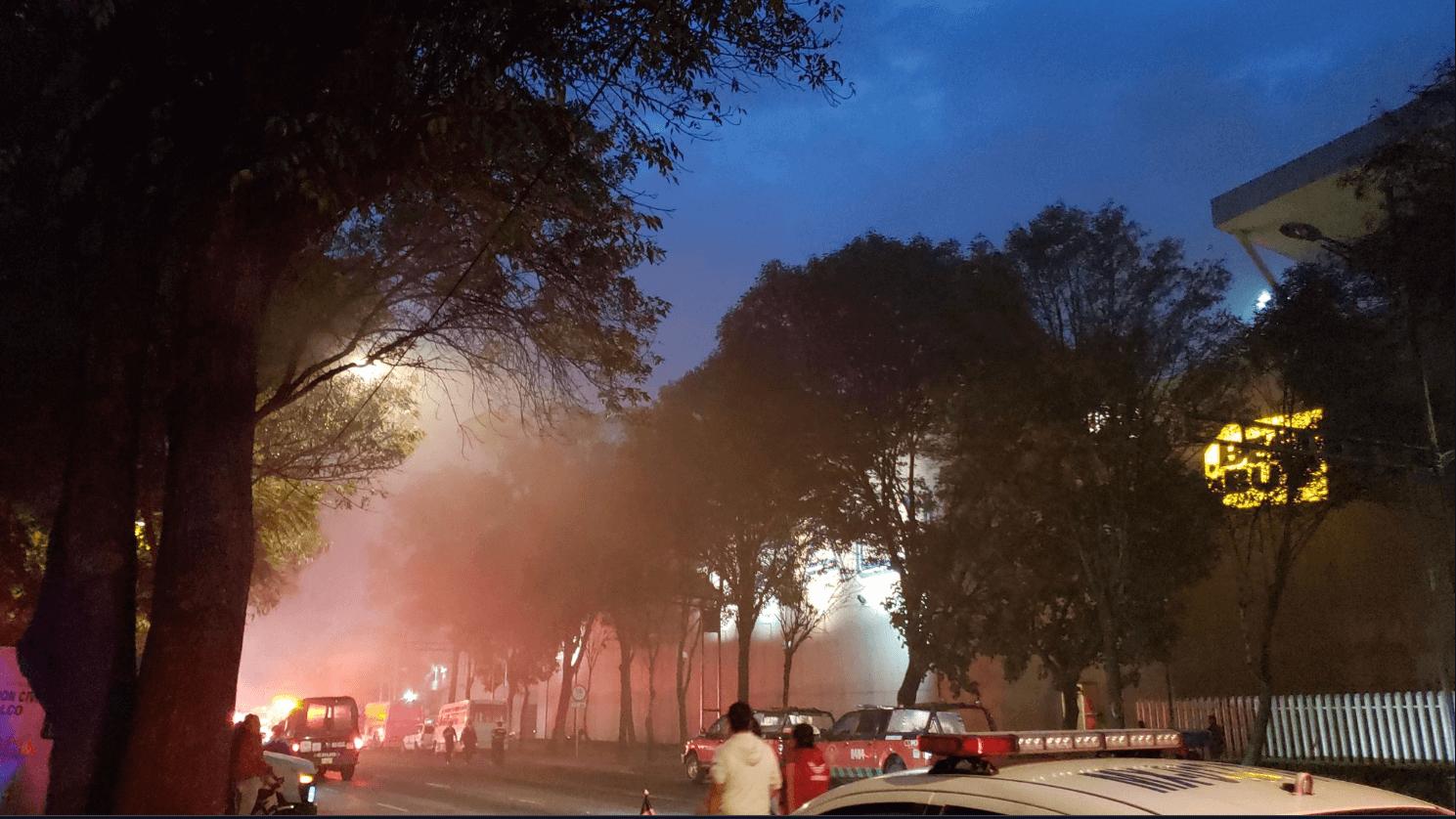 Incendio en centro comercial moviliza a cuerpos de emergencia