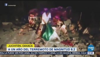 Un Hombre Alzó Bandera Tras Sismo Oaxaca