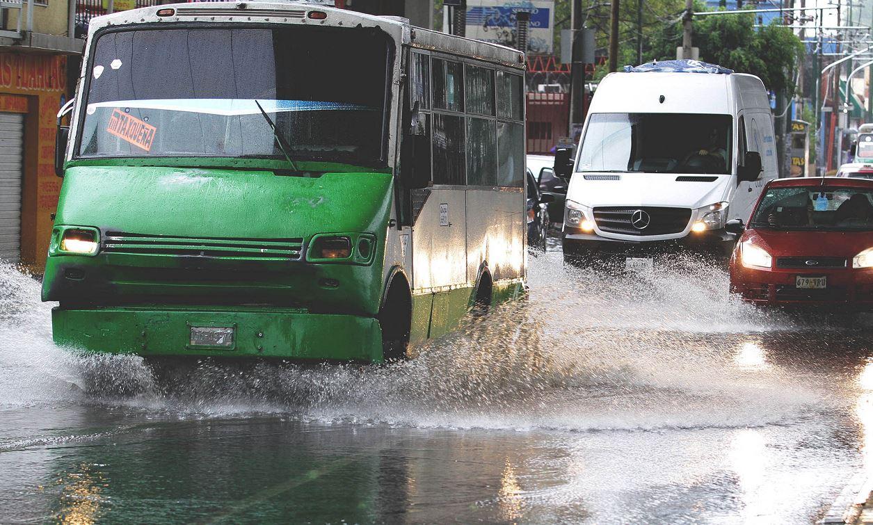 Lluvias en CDMX provocan inundaciones y caída de árboles