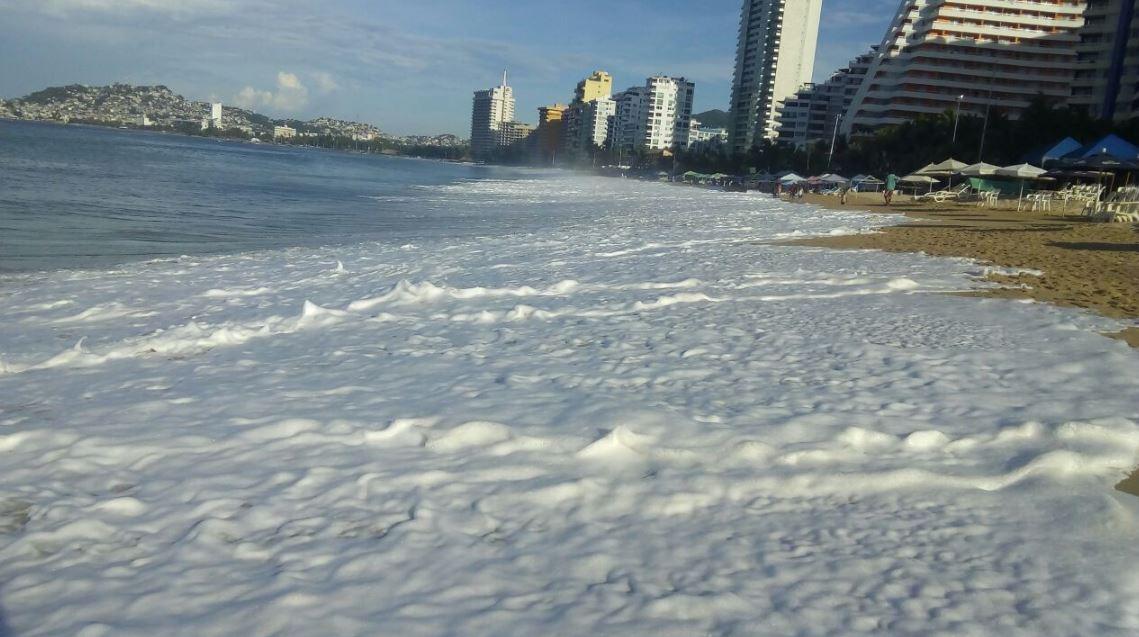 Mar de fondo afecta a las playas de Guerrero