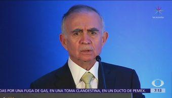 No habrá control en precios de gasolinas, afirma Alfonso Romo