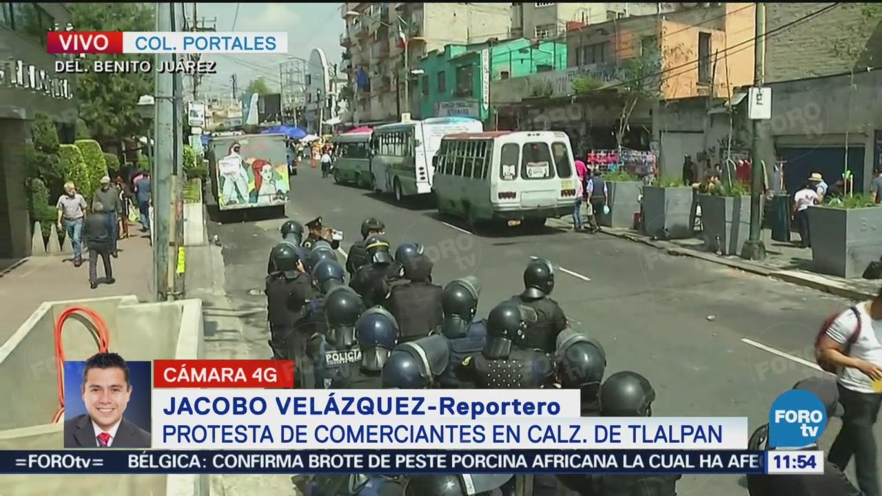 Protestan comerciantes en inmediaciones del Mercado Portales