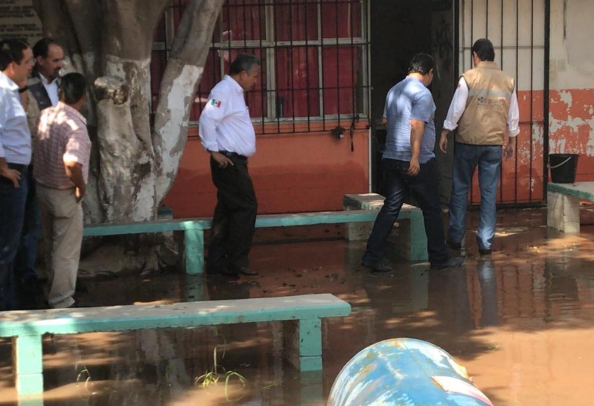 Continúa reconstrucción de daños tras inundación en Sinaloa