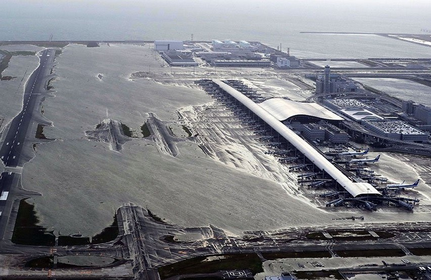 Tifon Japon 2018, rescatan a personas en aeropuerto de Osaka