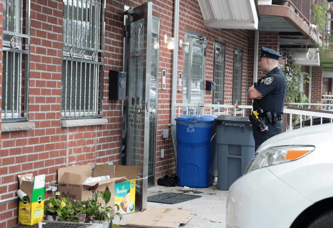 Apunalan a tres bebés y dos adultos en guardería de NY
